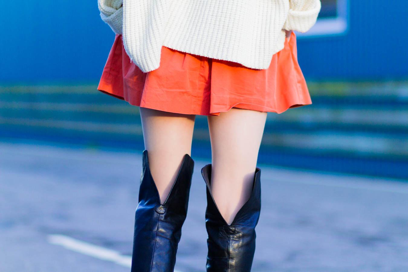 outfit december nemesis babe marie jensen danish blogger thigh high boots sarenza zara orange skirt vintage sweater and beret-7