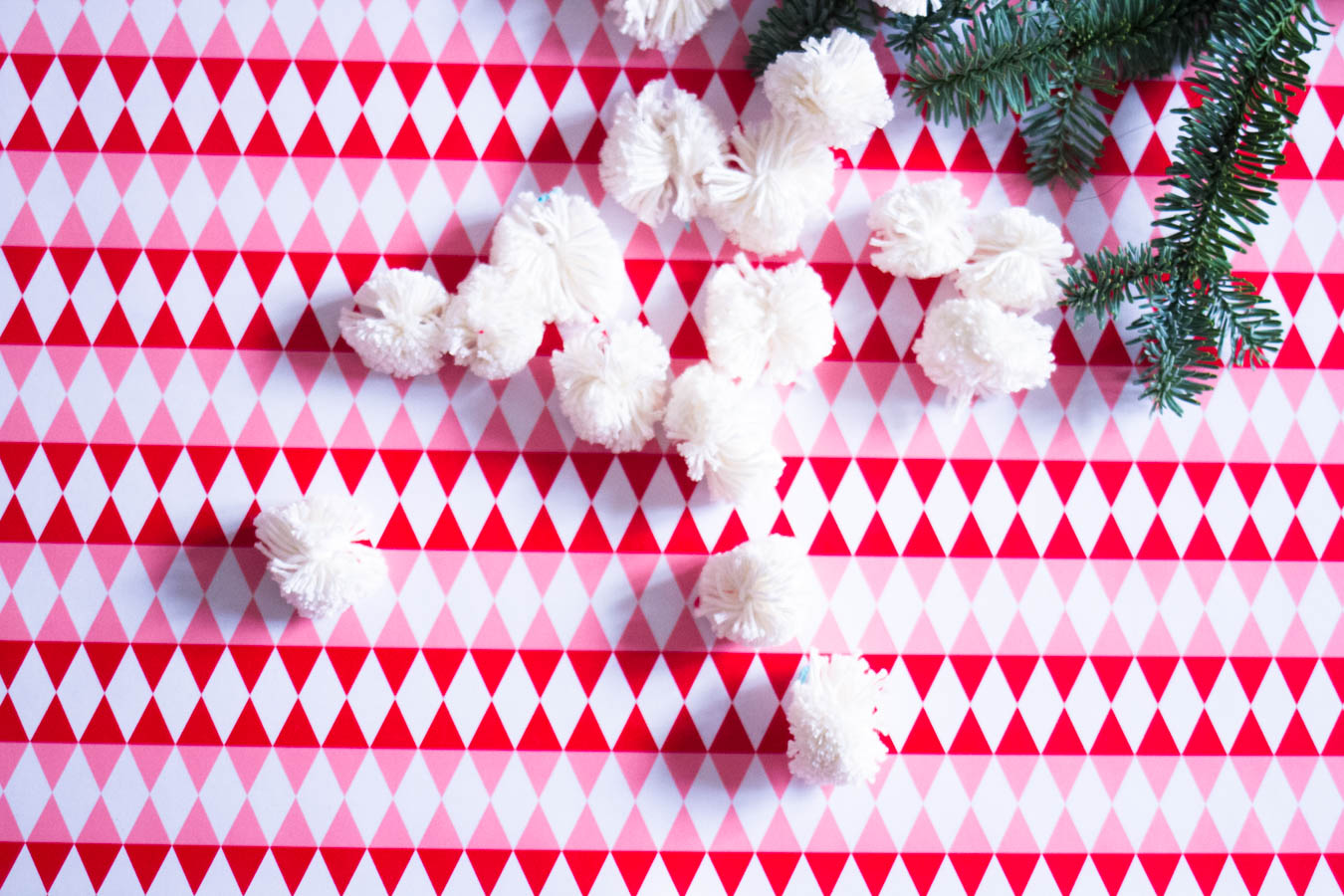 pom pom nemesis abbe diy how to make a pom pom-4
